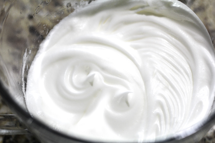 glossy white meringue for old fashioned banana pudding