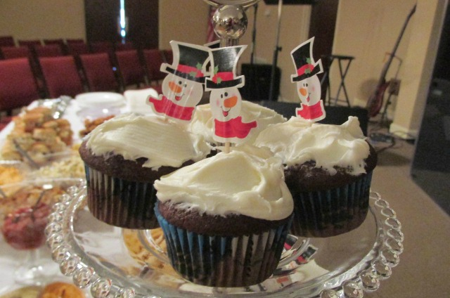 Snowman cupcake holders from Oriental Trading