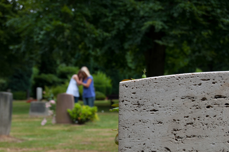 How to Support a Grieving Neighbor