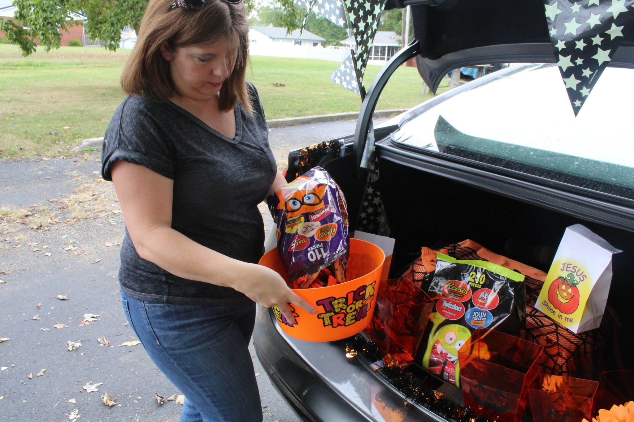 How to decorate for trunk or treat