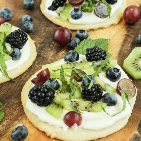 Easy Mini Fruit Pizzas #SummerDessertWeek
