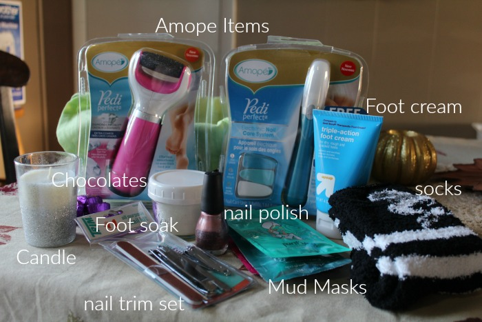 How to Create a Pamper Me Gift Basket for a Friend