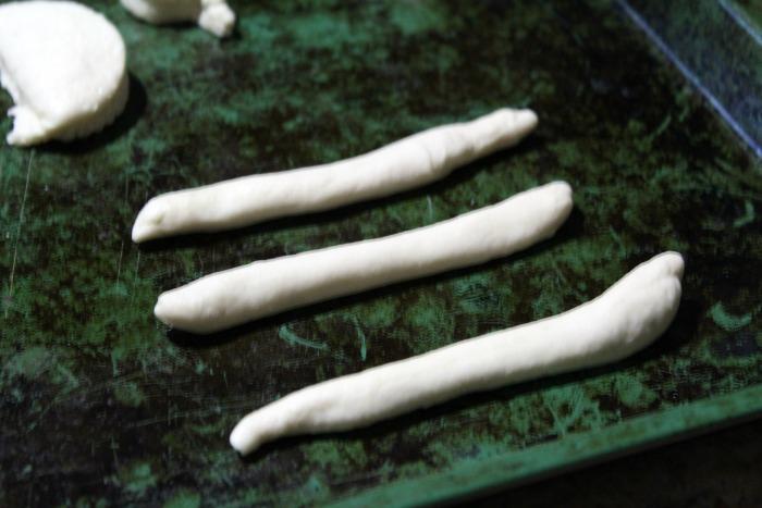 easy-garlic-knots-step-2
