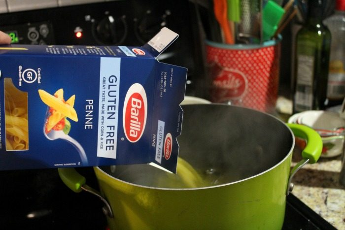 barilla pasta pouring