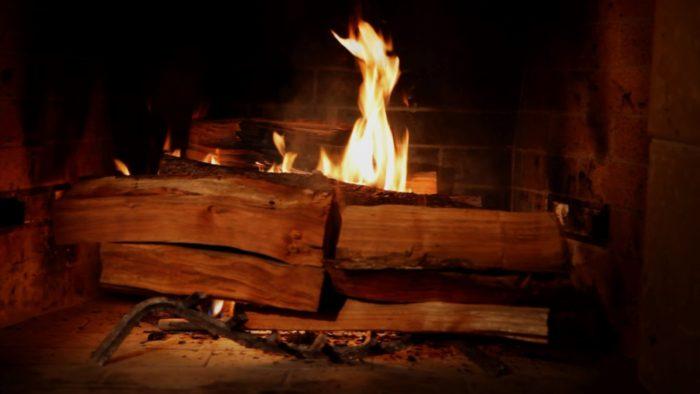 netflix-holiday-fireplace