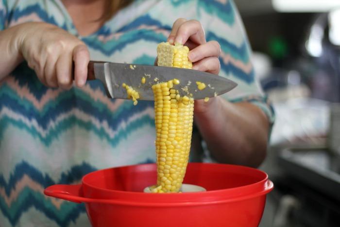 sweet corn chowder cutting off the cob