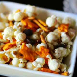 Quick and Easy Cheddar Snack Mix