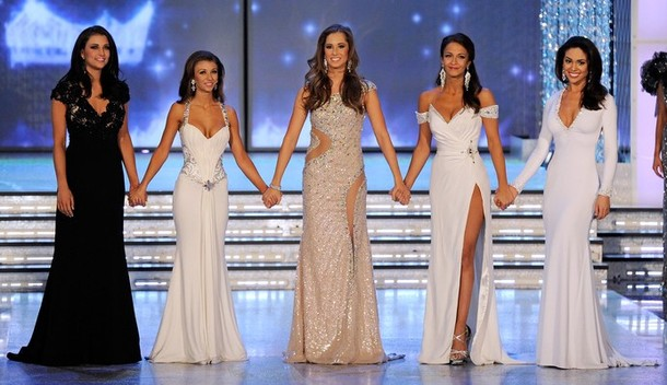 How to Choose the Best Evening Gown for a Paegent