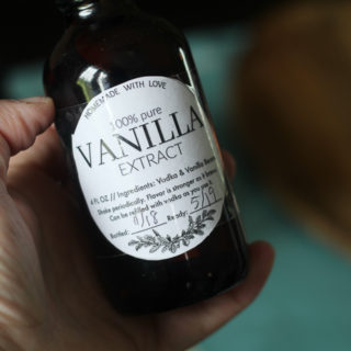 How to Make Homemade Vanilla Extract