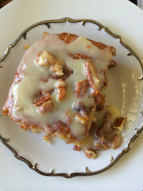 Butter Pecan Praline Poke Cake – Cake Mix Recipes – The Gifted Gabber