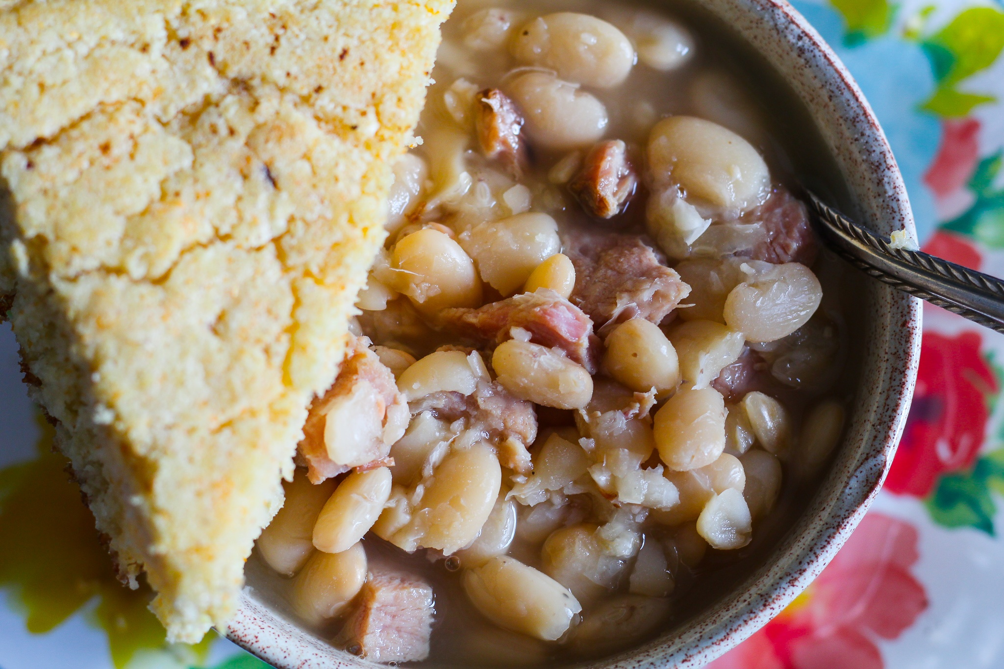 Slow Cooker Southern Style White Beans and Ham
