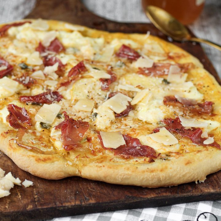 Apple and Proscuitto Pizza